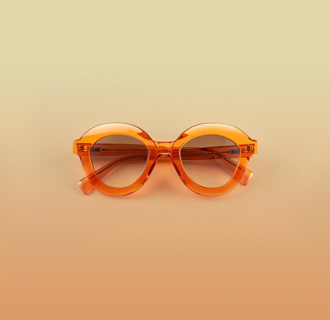 Model Lips Orange