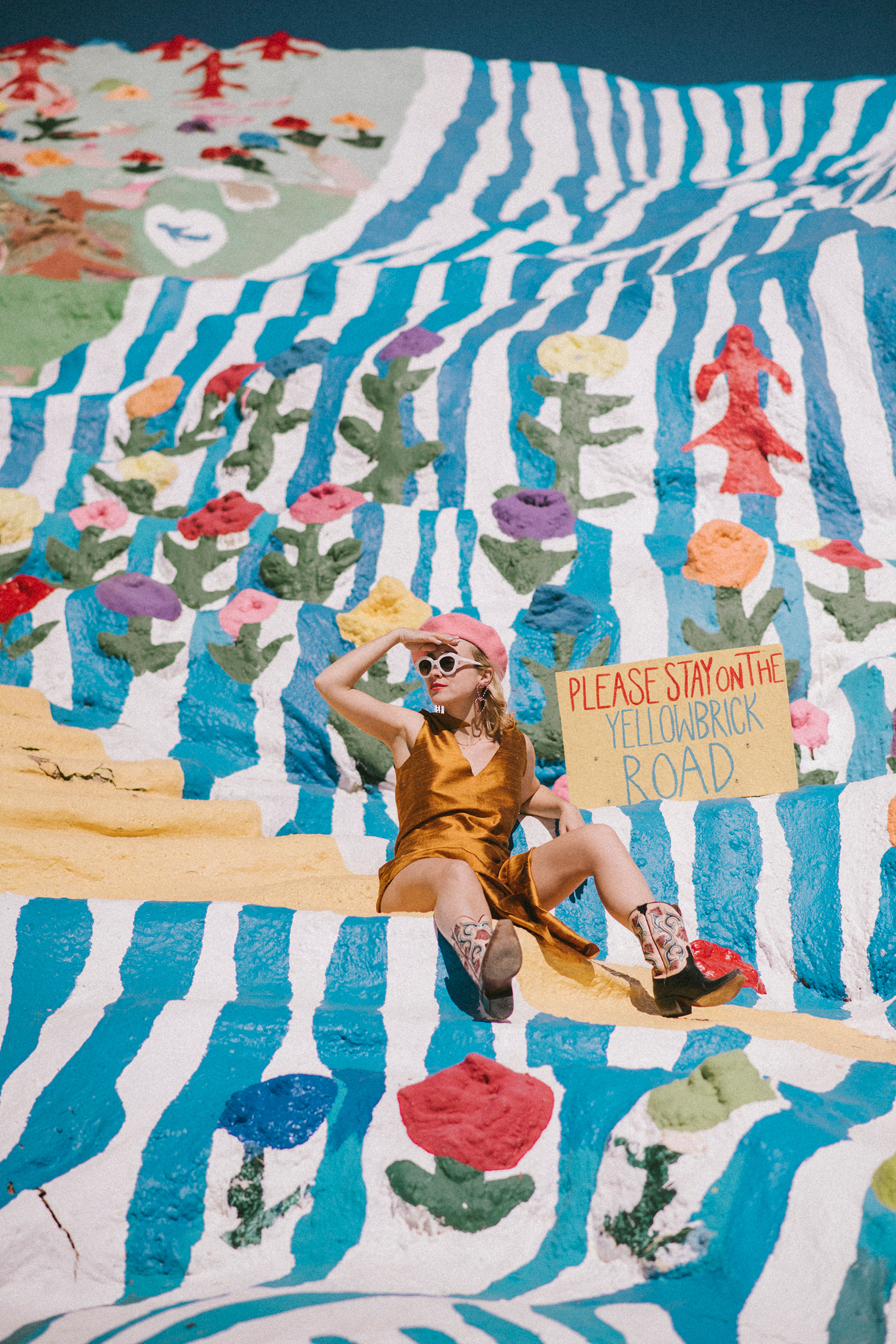 2 russian_red_viaje_valle_coachella_palm_springs_salvation_mountain_hoteles_turismo_playas_467637060_1800x2700.jpg