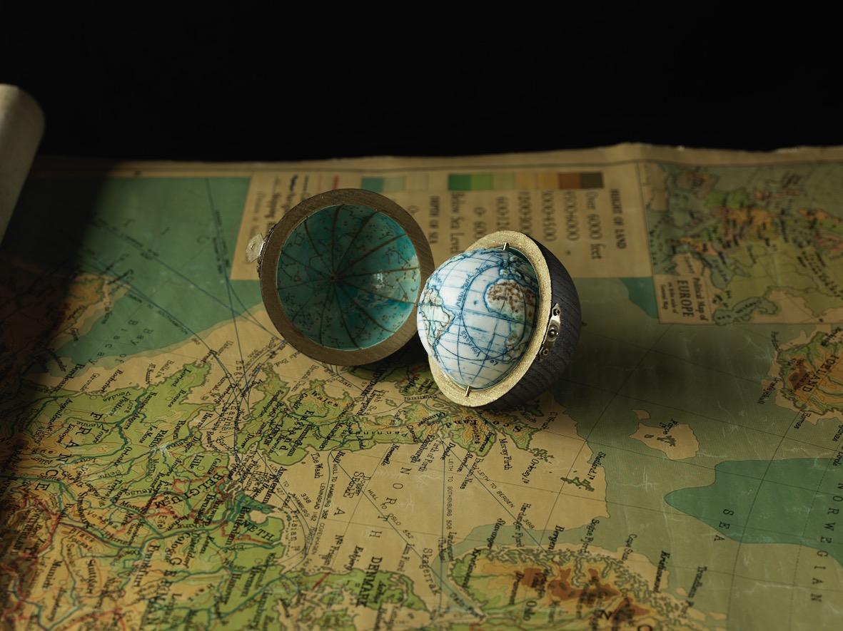 Blackened Oak Pocket Globe Case