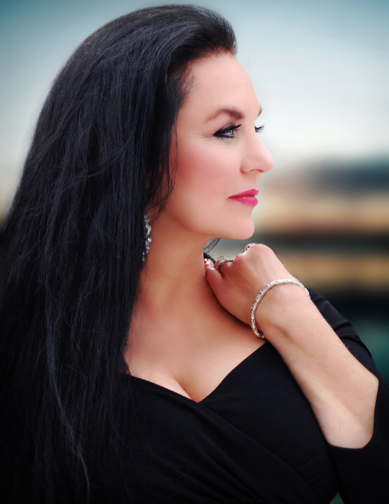 Don't miss one of the greatest voices of our time…legendary Crystal Gayle, April 10!