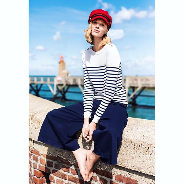 When your lipstick matches the Lighthouse and your hat you can call that an effort of integration. Couldn't achieve that without the previous help of @lamieze who took care of Hair, Makeup and good mood & @dansawuppertal for striking poses on demand! Here is a lifestyle beach shoot in @rosner_official pant :-D #visionasp #derbff #bffde