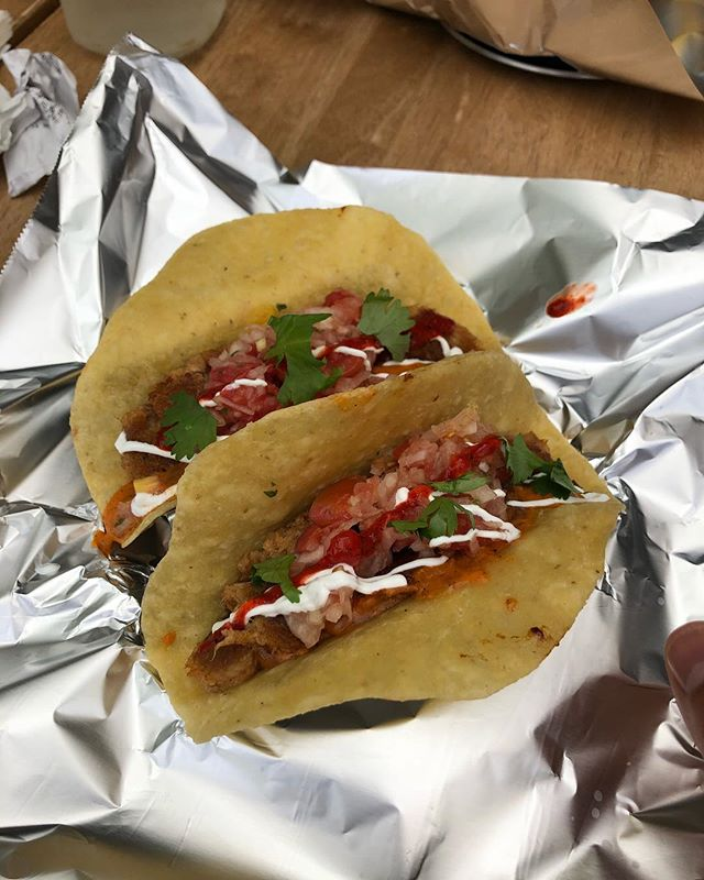 Gustos Tacos Seoul! Let's get it chicharonés 😩👌