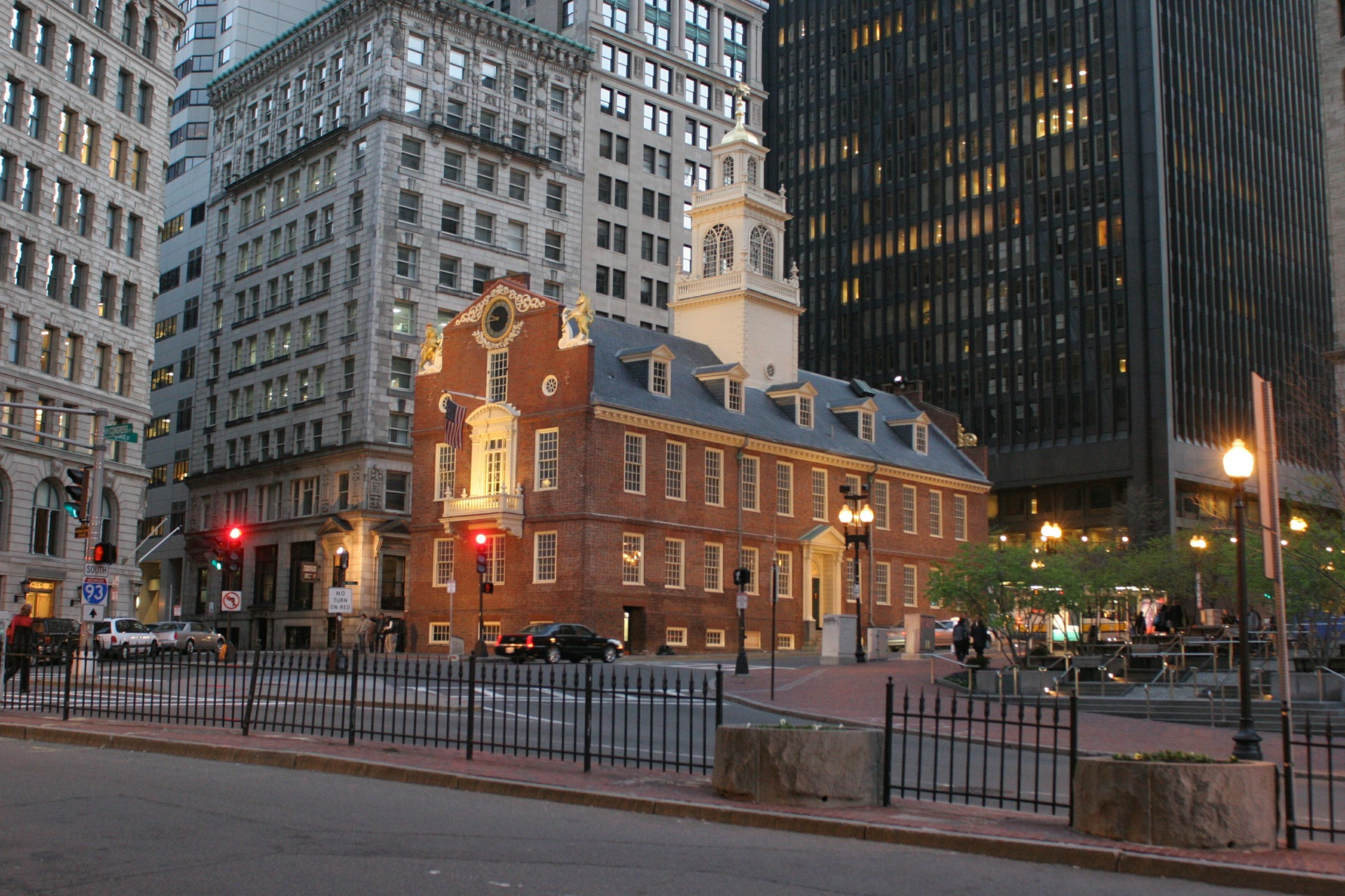 https://pixabay.com/en/boston-old-state-house-twilight-583079/