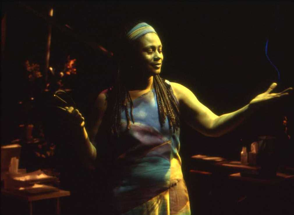 JAMBULU-by-Mary-Fengar-Gail-2002_.jpg