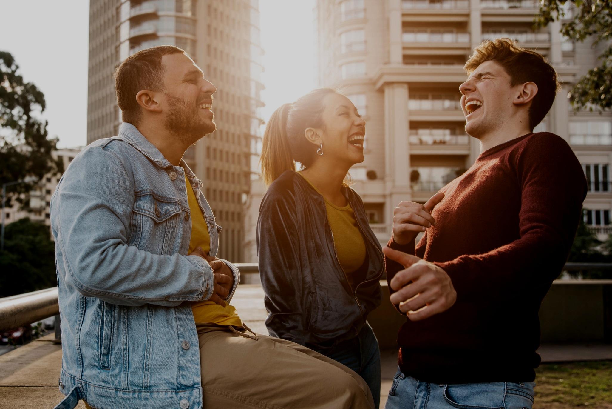 community - Convive y conecta con personas como tú.