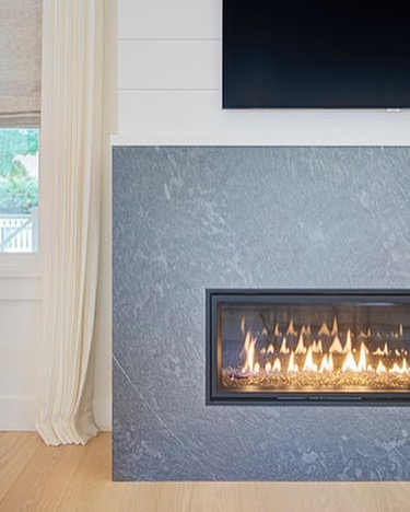 Warm fires and cool breezes; must be Fall on Nantucket... #autumn #toasty #homefires #magesticproducts #tgolcott  #siasconset  #nantucket #designbuild  #smroethkedesign