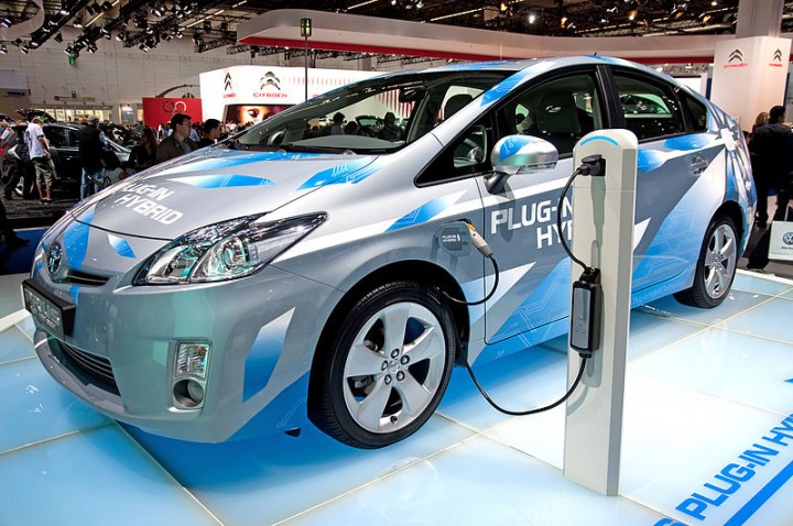 Electric vehicle plug-in battery charging