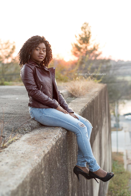 Senior grad outdoor photos by Riverside Dr.