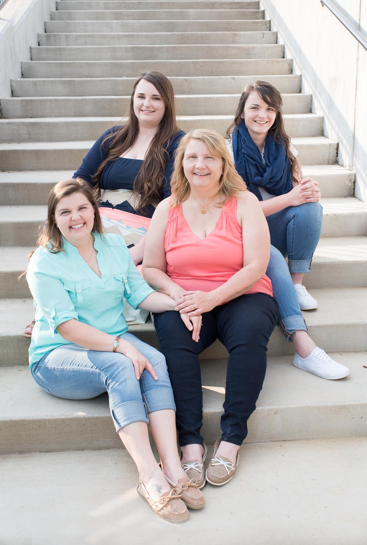 Family portrait photographer outdoor photos Clarksville