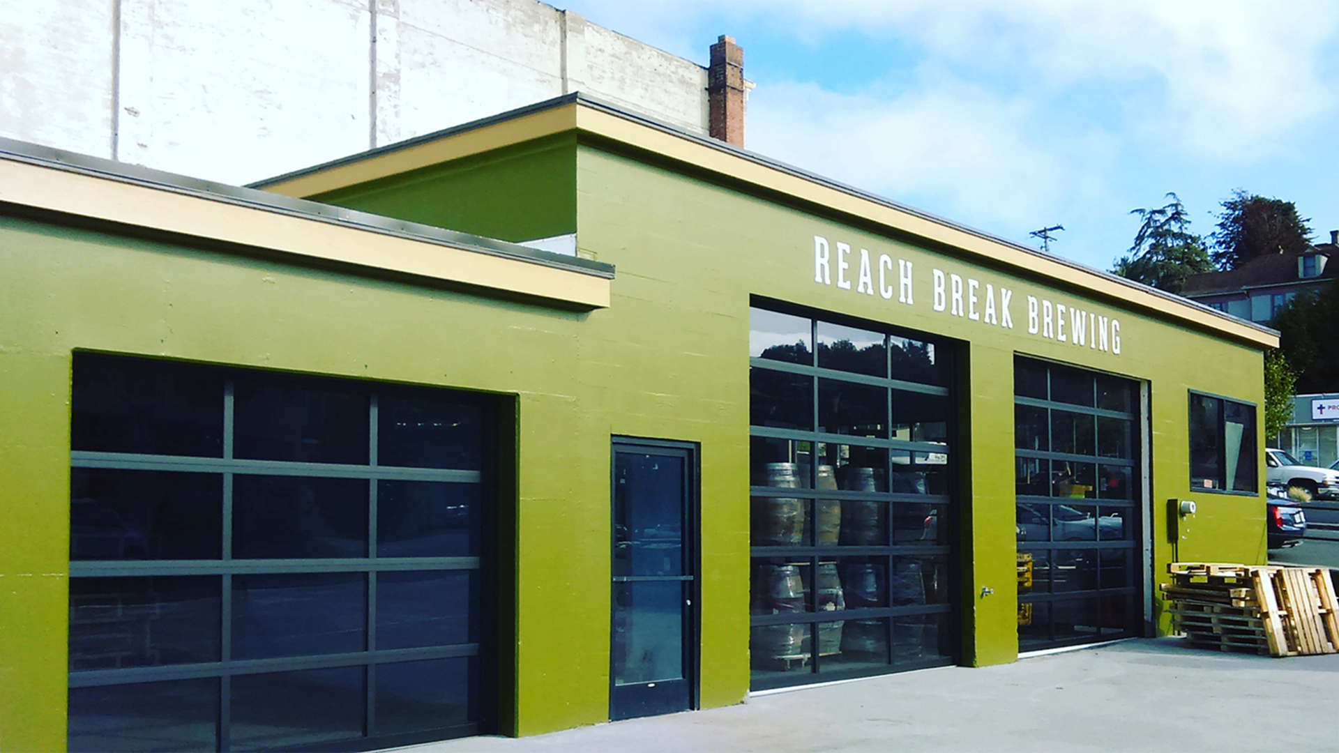 reach-break-brewery-astoria-oregon-sour-beer-artwalk