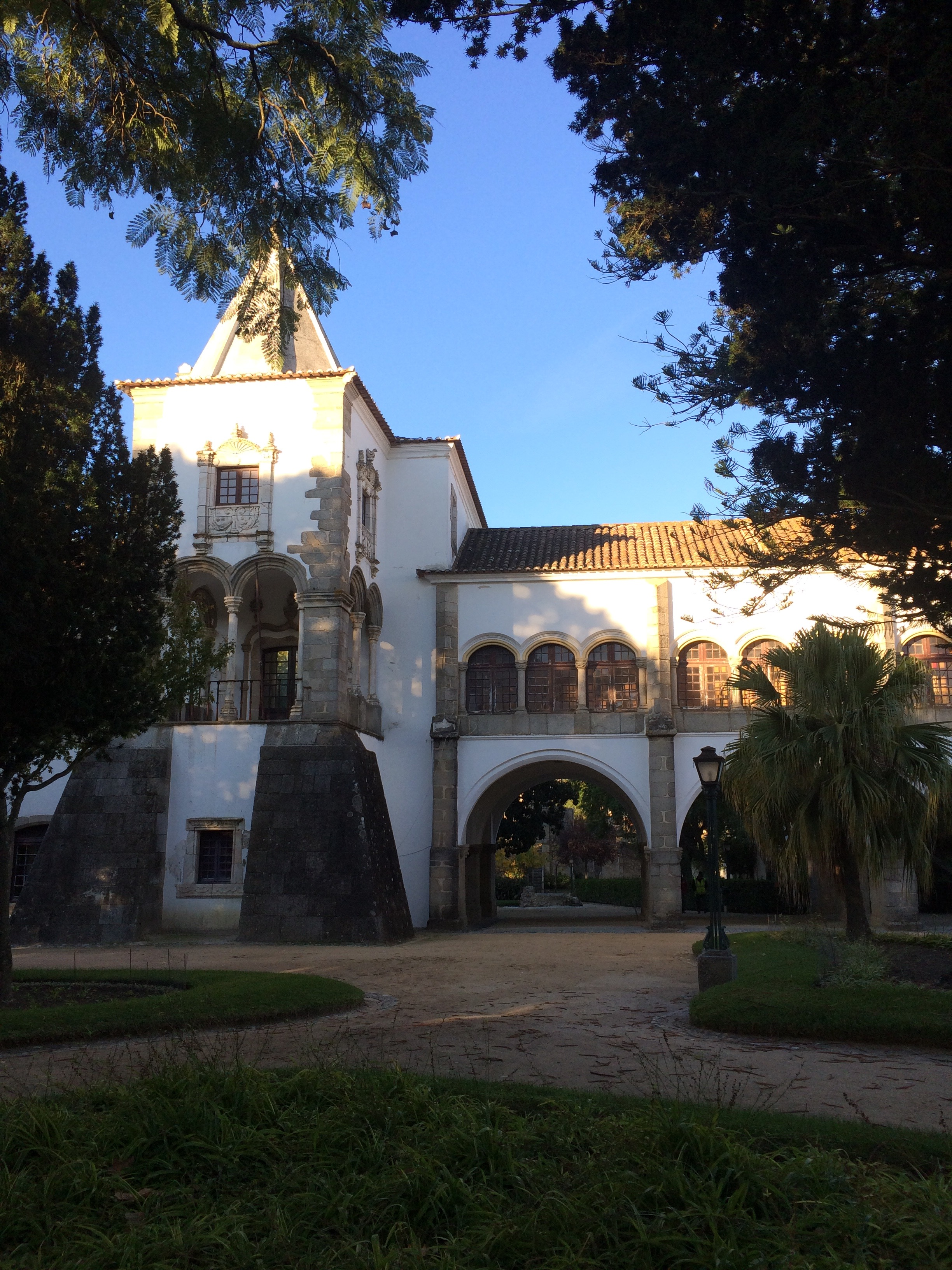 A morning walk in the public gardens at the city of Évora.