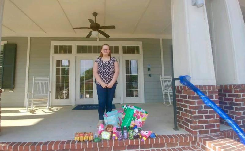 Thank you to Alysa Cooper who dropped off several stocking stuffer items to the Pierce Family Children's Advocacy Center! She had collected them for a school project and she plans on collecting more items to donate to us in the future! It's special to see kids helping other kids!
