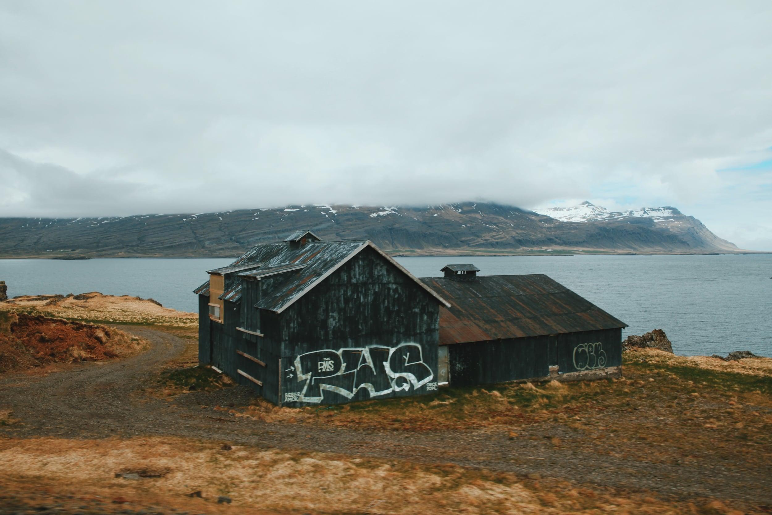 iceland graffiti barn