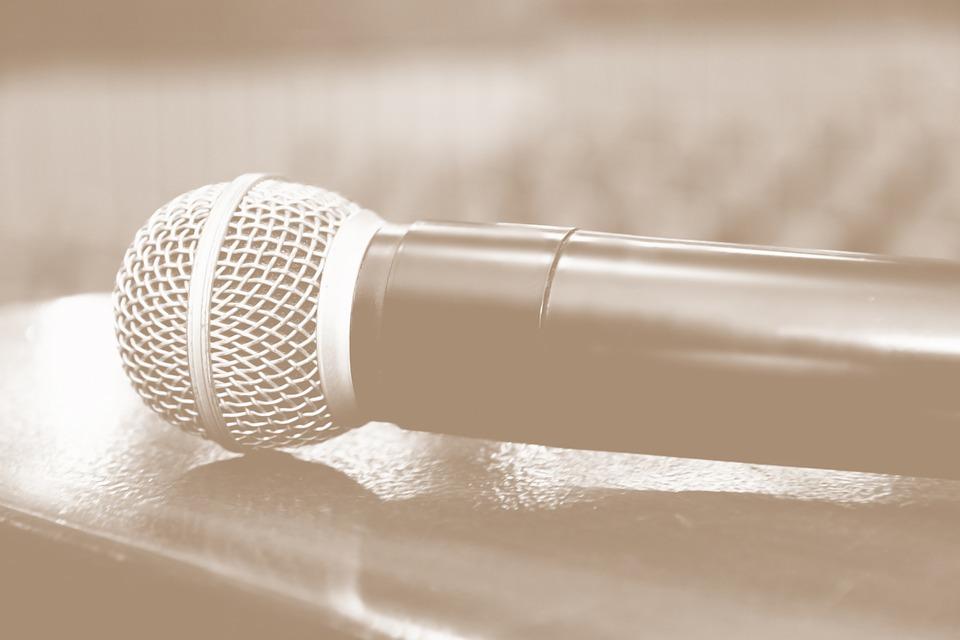 microphone-1206343_960_720.jpg