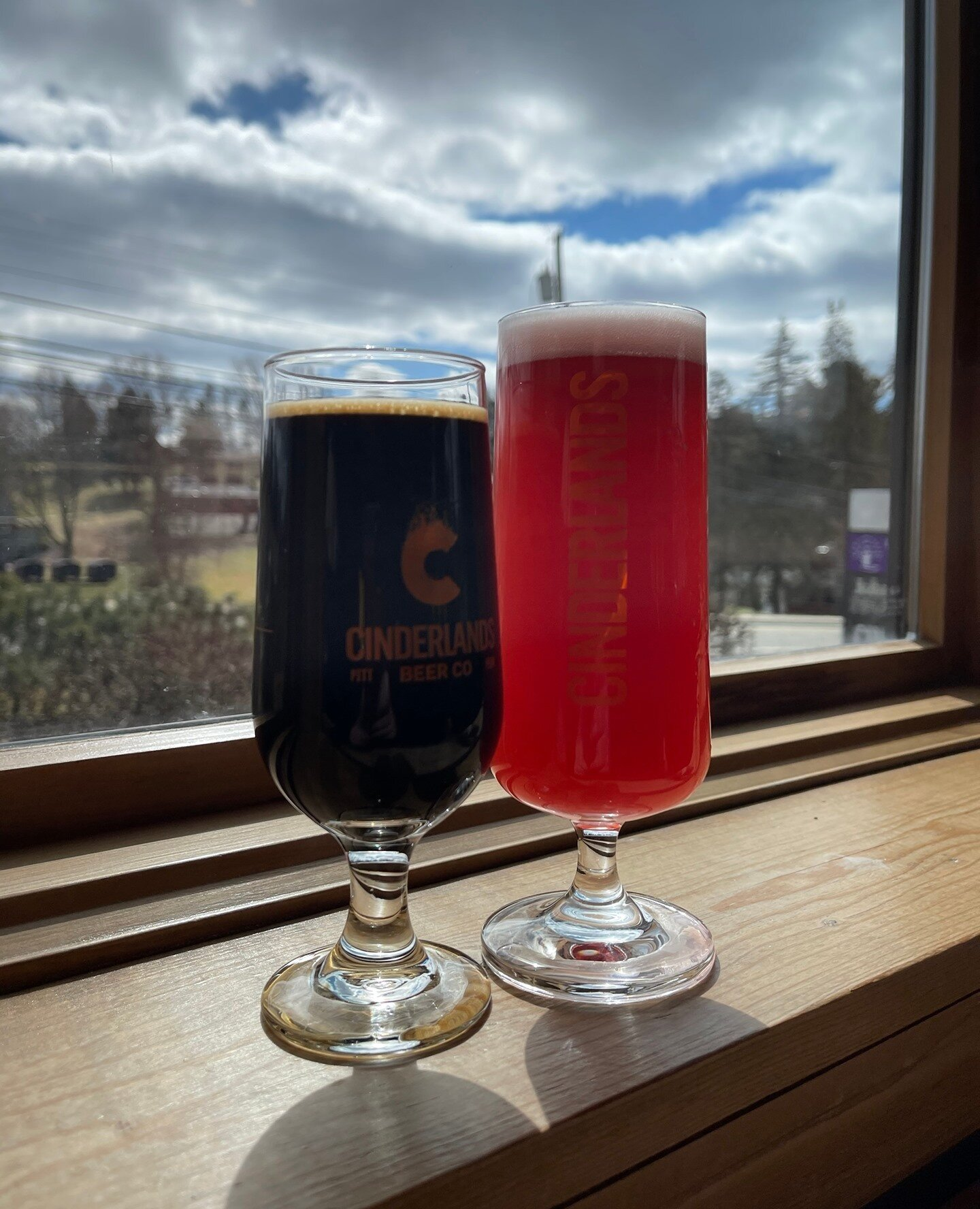 I mean all this sunshine calls for some beers! A quick visit to the new @cinderlandsbeer Tap Room in Wexford was fun and relaxing. They had great beers on and a few items to nibble on. We left with some beers for home and had a great time!