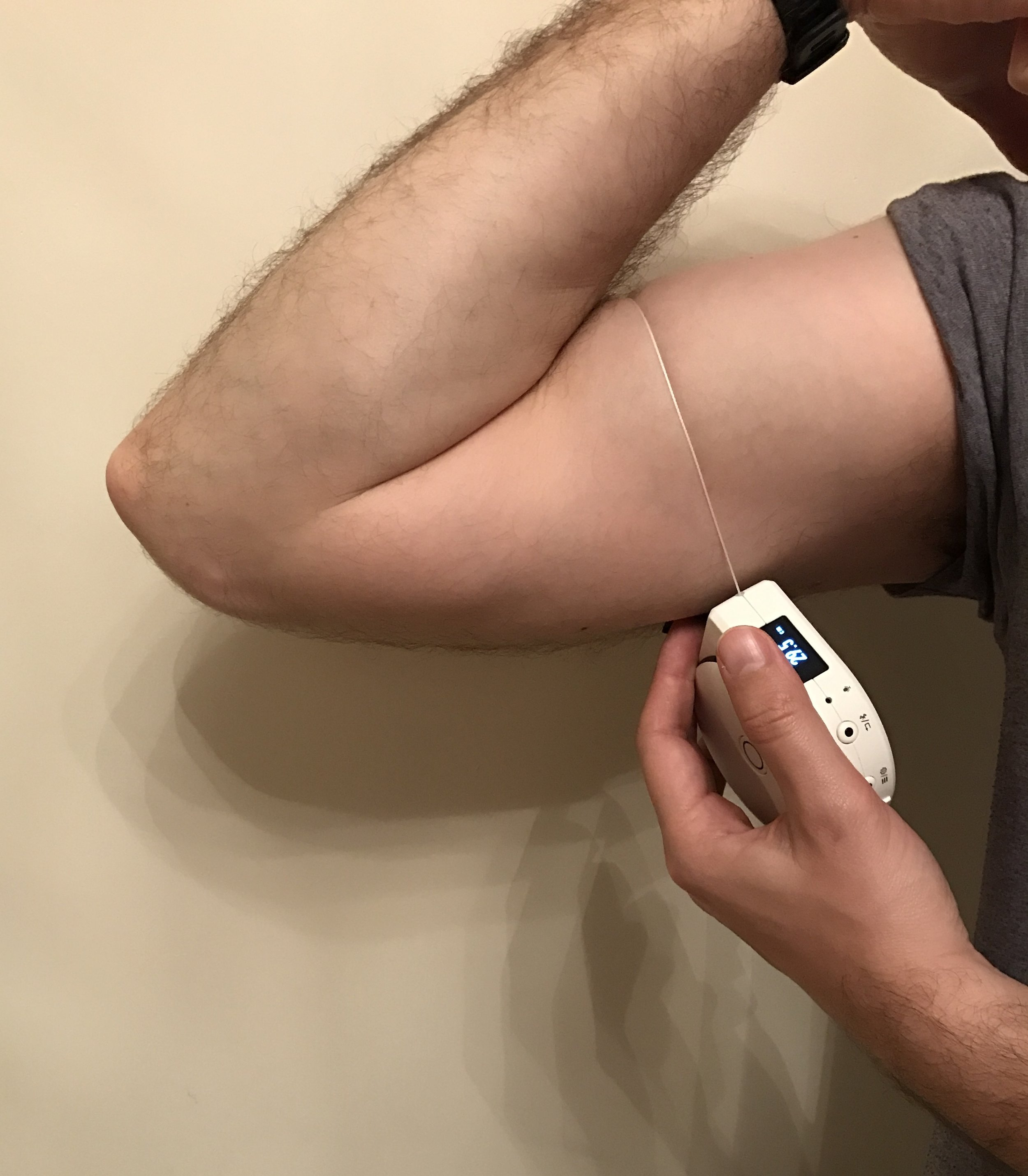 Measuring my bicep from within - Photo: Life-Sparring.com