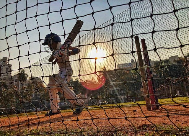 Cricketer. South Mumbai, India 2019. . . #churchgate #cricket #bombay #batsman #gamespeopleplay #everydayindia #seetheworld
