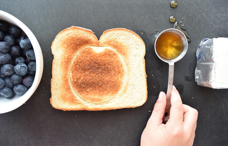 blue_moon_toast_1.jpg