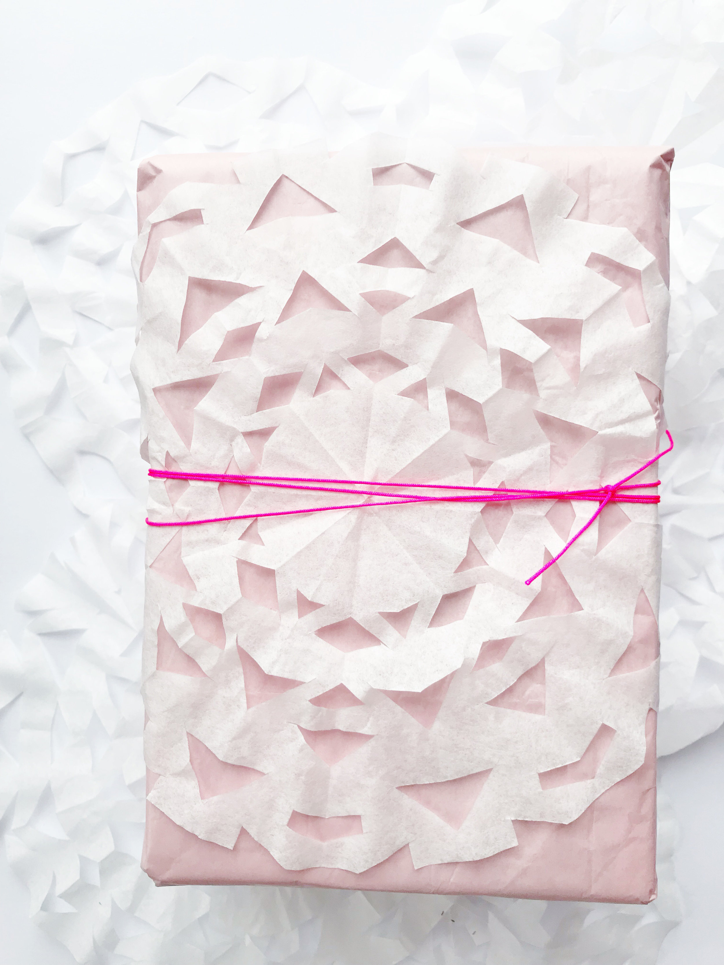 snowflake_wrapping_paper_1.jpg
