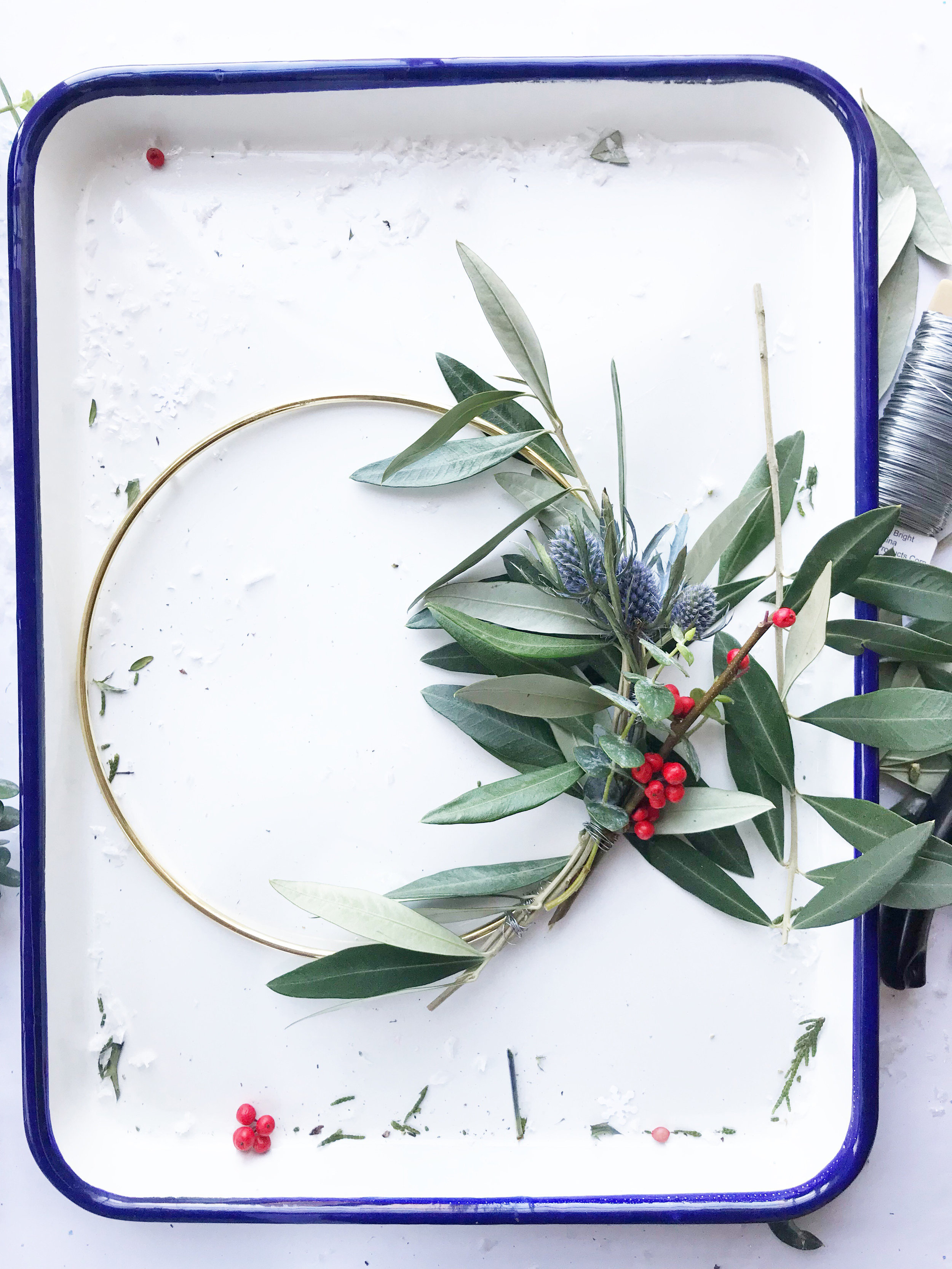 diy_holiday_wreath_13.jpg