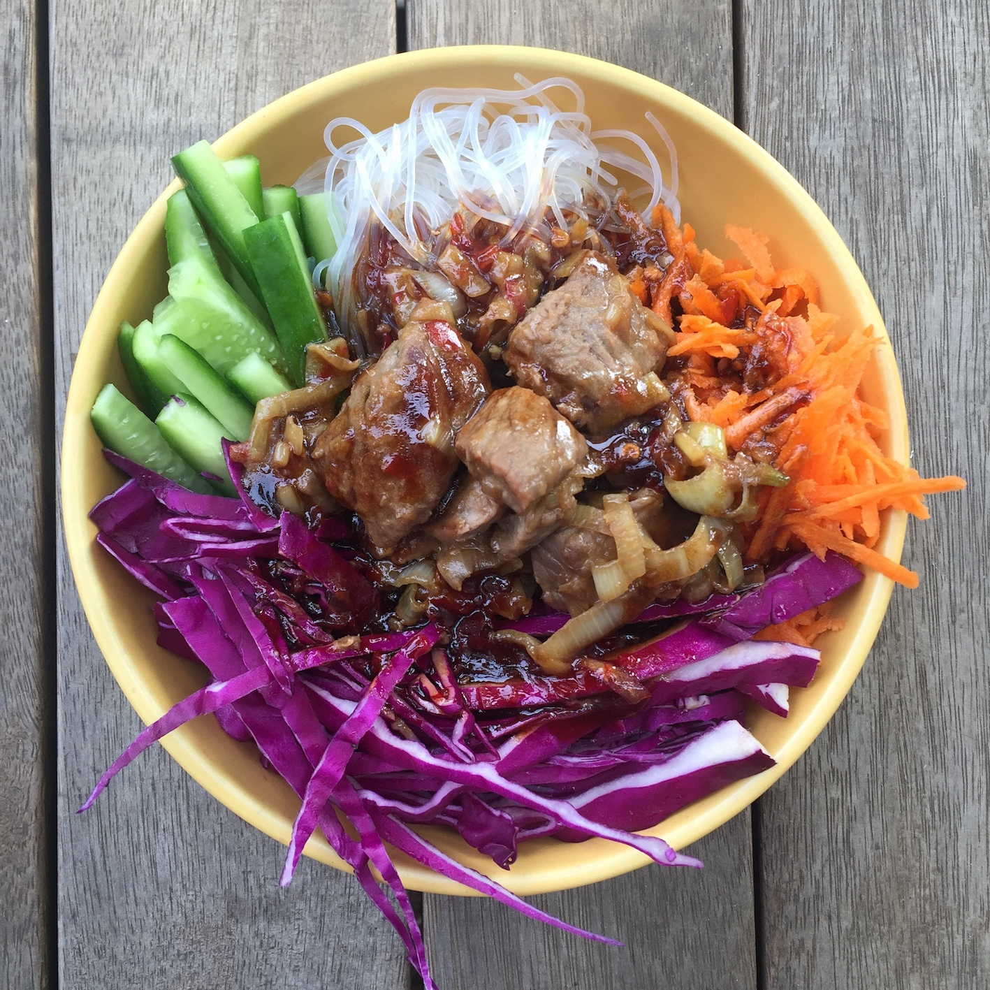 Healthy and easy beef noodle bowls