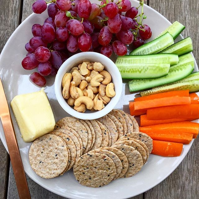 Weekend snack platters with plenty of colour and variety. What are your favourite snack plate ingredients? These grapes were amazing!