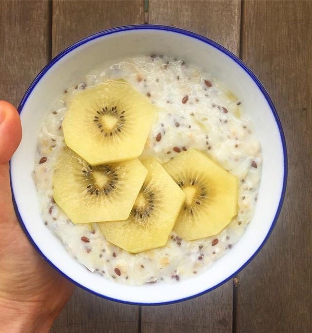 A deliciously creamy and satisfying breakfast, also high in gut-loving fiber and low fodmap for those who need it.  Check out my new blog post on low fodmap breakfast options, because as they say variety is the spice of life. The link is in my bio :) #lowfodmap #lowfodmaprecipe #ibs