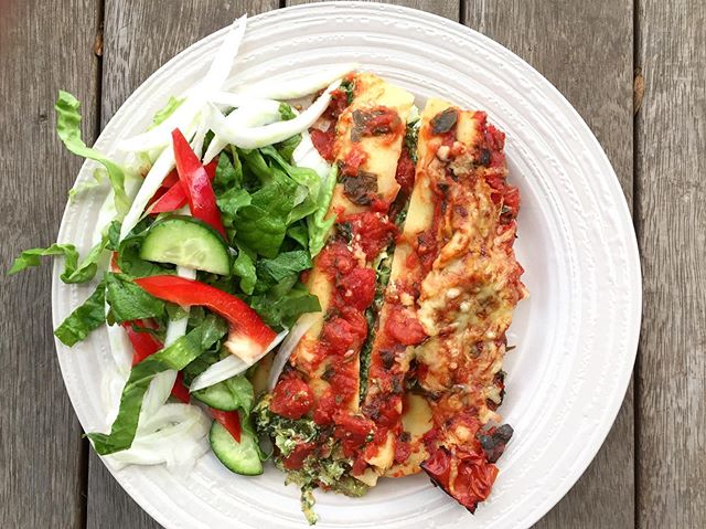 Delicious new recipe up on the blog - greens and ricotta cannelloni. Don't mind the presentation, it's delicious. Save this recipe and add it the dinner cycle next week, it's great for a mid-week #meatfree meal. Enjoy!