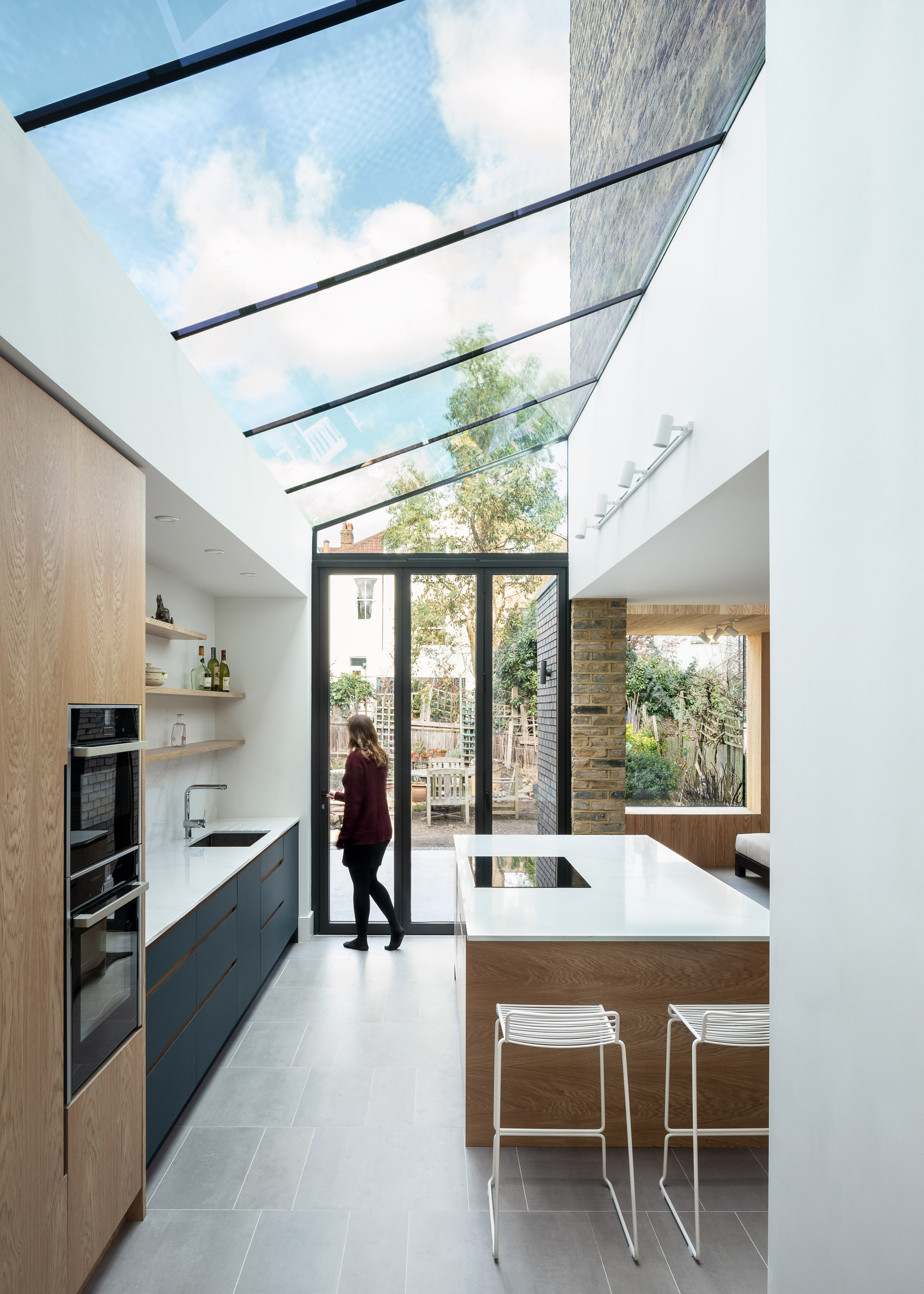 snug-house-proctor-and-shaw-architects-residential-extension-london-uk-england_dezeen_2364_col_15.jpg