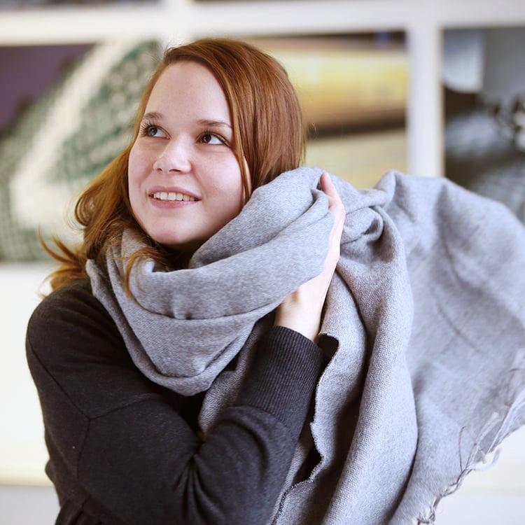 Christina Grill   Grafik | Layout  +49 (711) 23886-32  christina.grill @ pressecompany.de