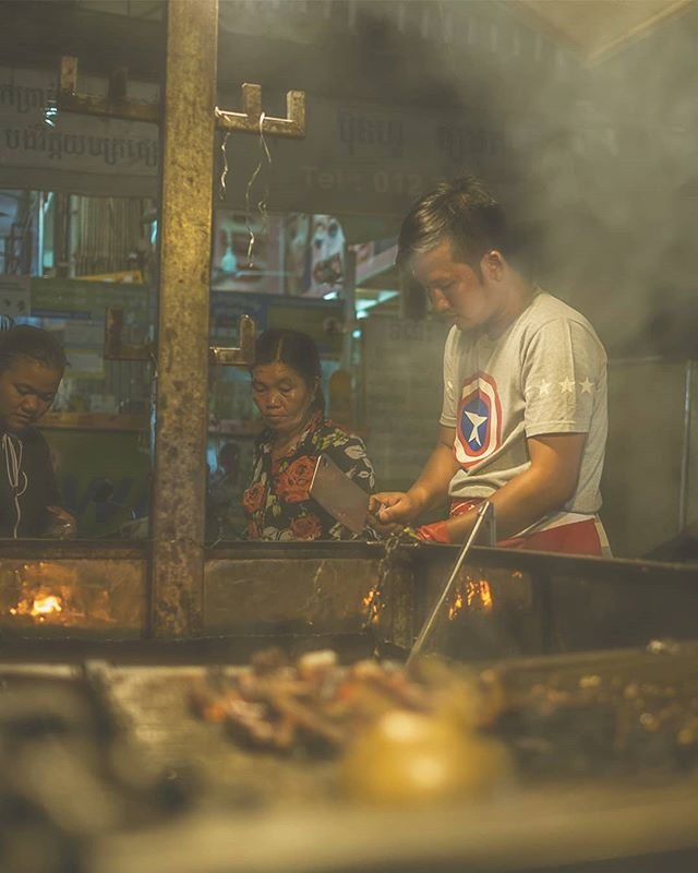 CAMBODIA 🇰🇭 Street food. . . . #cambodia #phnompenh #travels #travelphotography #urban #urbanphotography #urbanromantix #life_is_street #lensculture #theimaged #moodygrams  #streetphotography  #thestreetphotographyhub #colour #streethunters #fujifilm #world #peopleinframe #culture #myfujifilm #lightroom #colour #culture #buddhist #streetstyle #instastreet #asiaphotography #streetfood