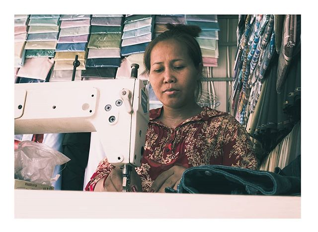 🇰🇭 Seamless sewing. . . #cambodia #travels #travelphotography #urban #urbanphotography #urbanromantix #life_is_street #lensculture #theimaged #moodygrams  #streetphotography  #thestreetphotographyhub #colour #streethunters #fujifilm #world #peopleinframe #culture #myfujifilm #lightroom #colour #culture #rural #streetstyle #instastreet #asiaphotography #street #southeastasia