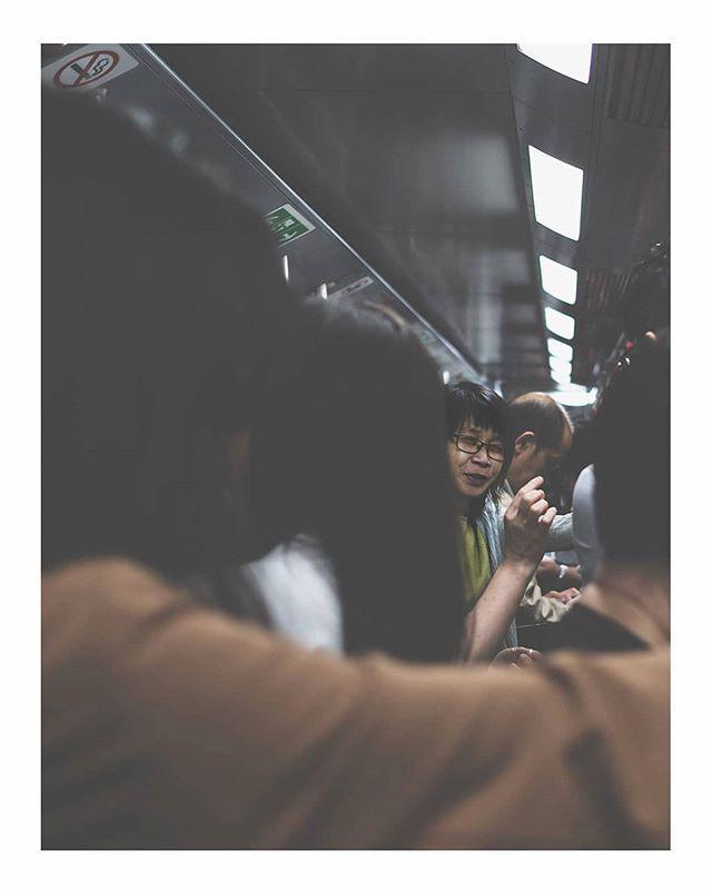 HONG KONG 🇭🇰 PEEK-A-BOO! . . #hongkong #travels #travelphotography #urban #urbanphotography #urbanromantix #life_is_street #lensculture #theimaged #moodygrams  #streetphotography  #thestreetphotographyhub #colour #streethunters #fujifilm #world #peopleinframe #culture #myfujifilm #lightroom #colour #culture #rural #streetstyle #instastreet #asiaphotography #street #southeastasia #transportation #metro