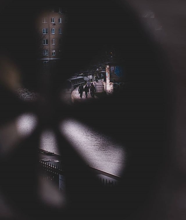 I see you... . . . #London #urbanphotography #photography #city #streetphotography #instagood #photooftheday #streetlife #lensculture #peopleinframe #peopleinthestreet #uk_shooters #urbanromantix #repostmyfuji #xt2 #ldn4all_whome #ldn #shoreditch