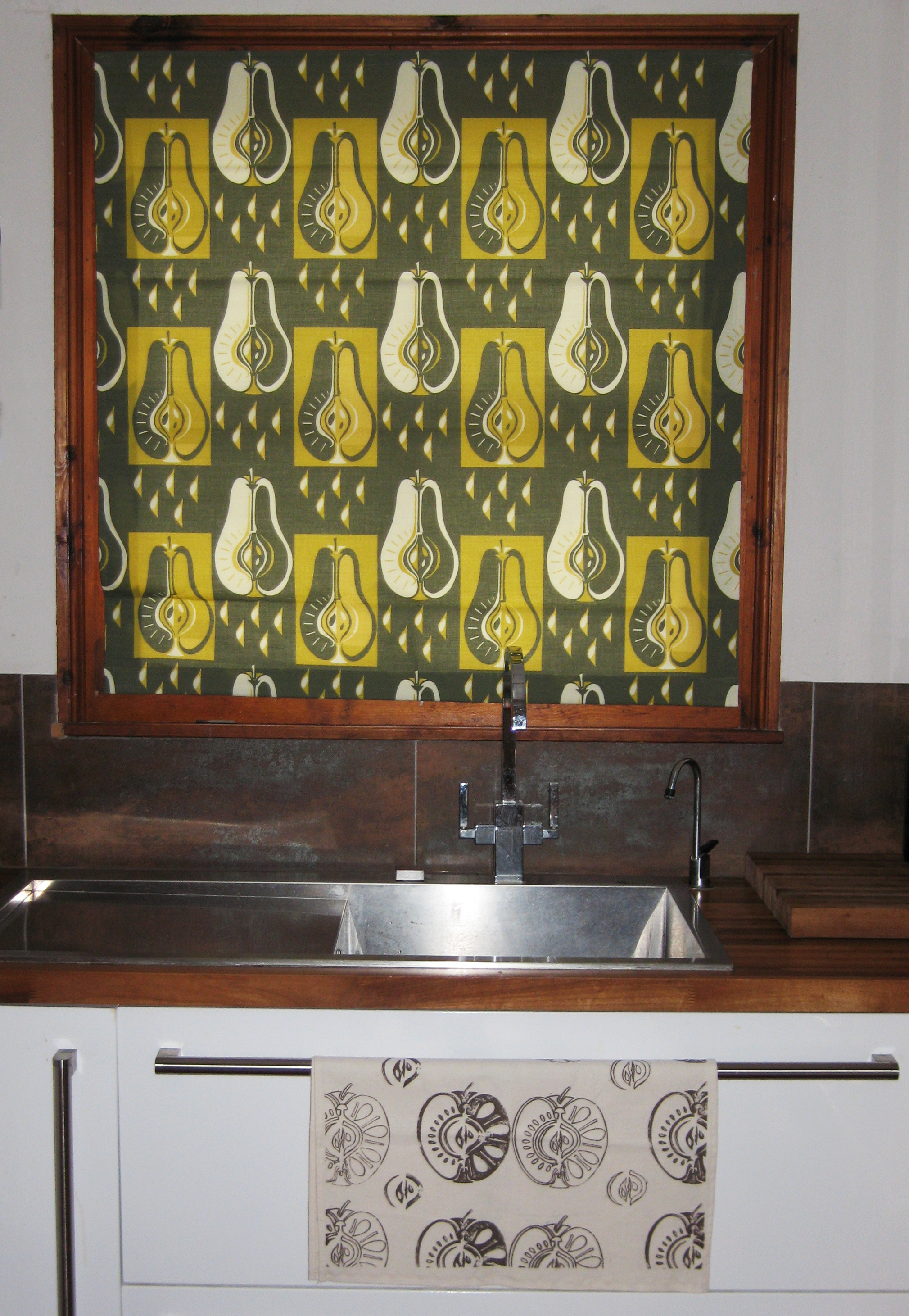 Kitchen blind in pears fabric olive