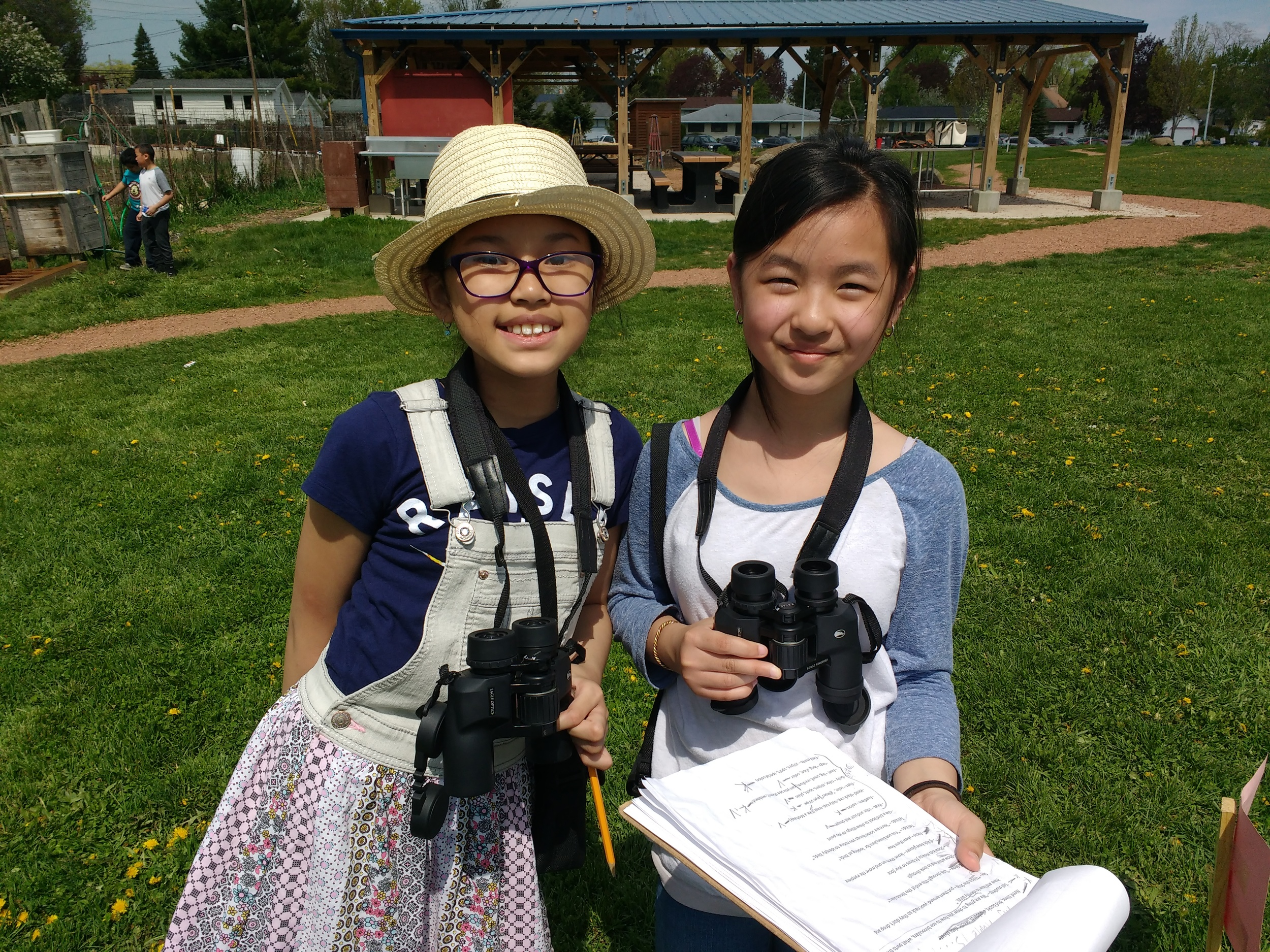 Students at Lincoln Elementary School in Madison, WI participate in a school-wide birdathon field day supported in part by Madison Audubon Society.  Photo by Carolyn Byers