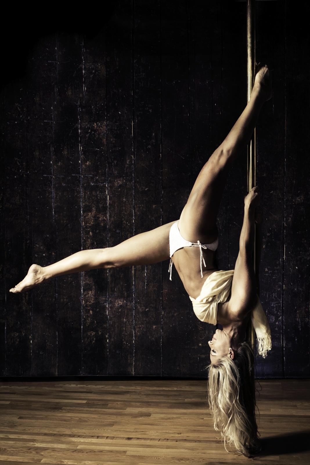 mary pole dance 2013-3web.jpg