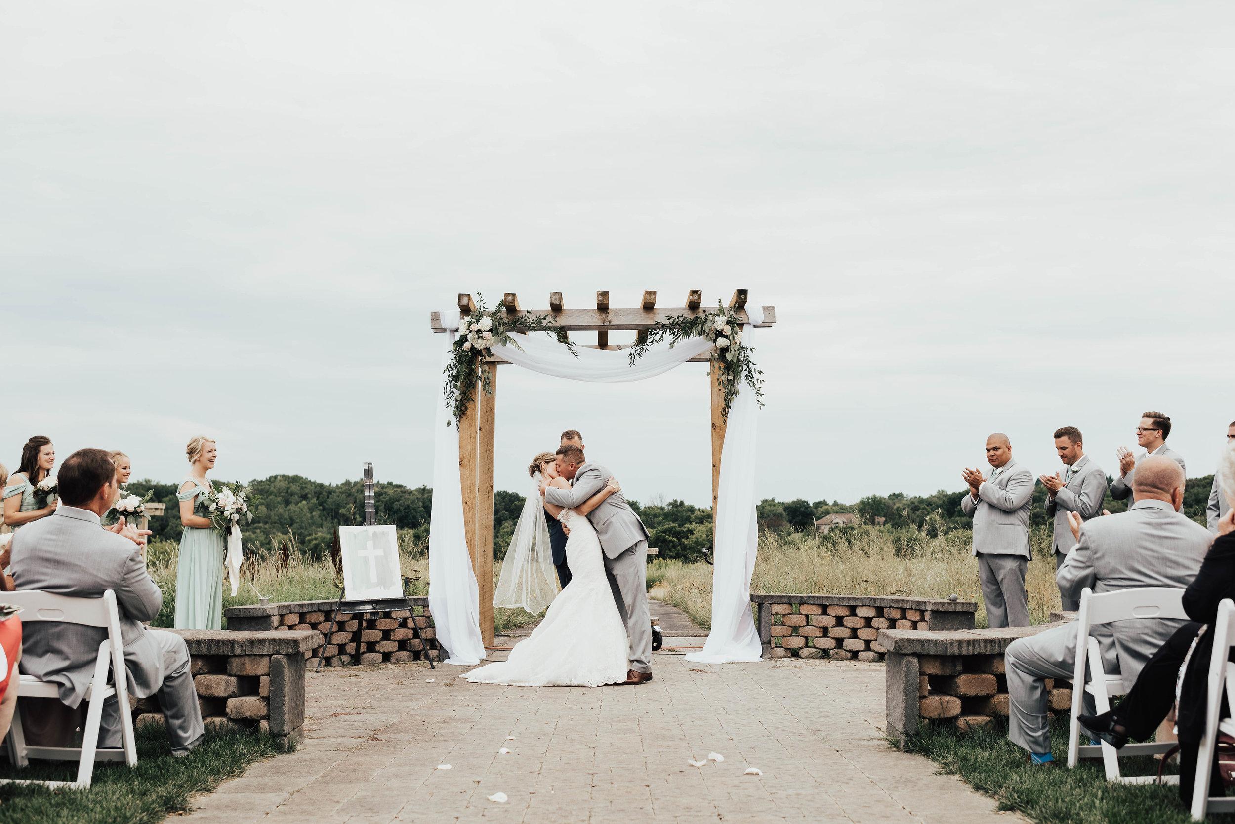 Outdoor wedding location in Minnesota
