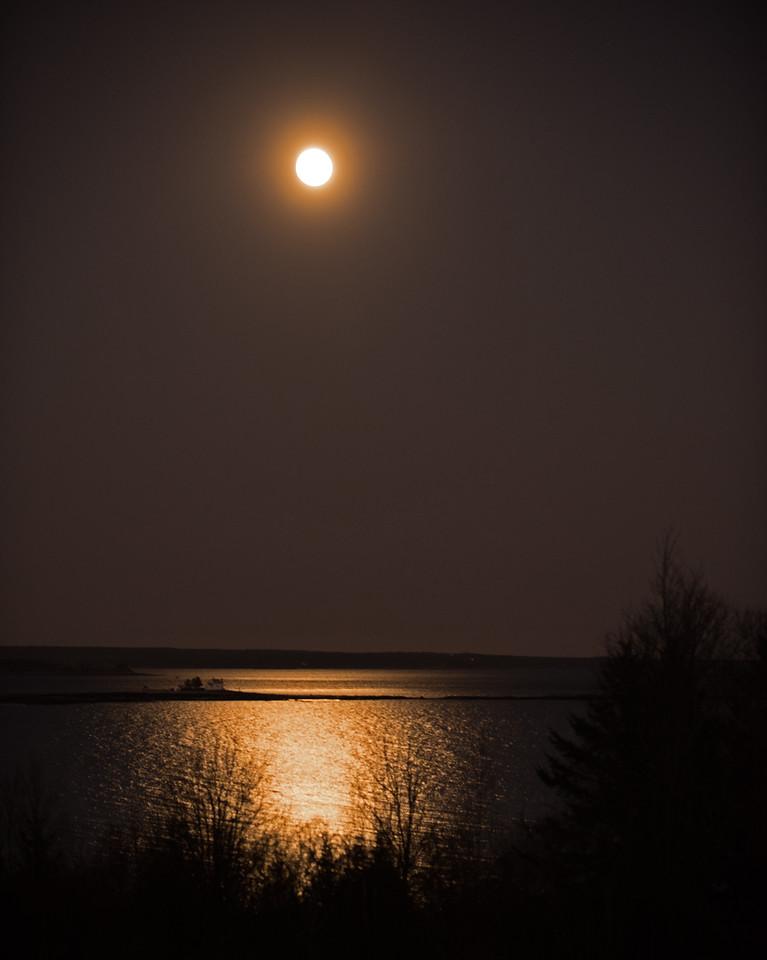 Moon-05.jpg