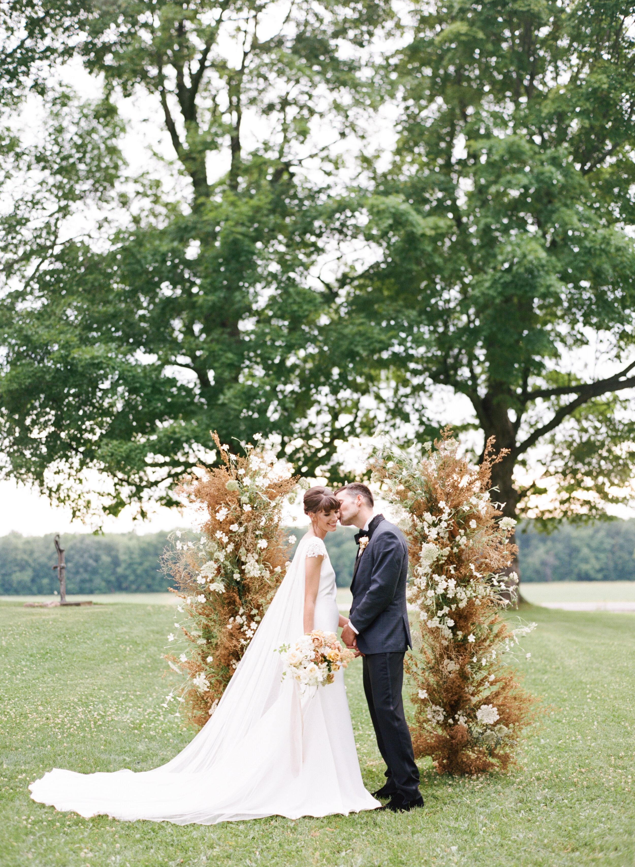 alexandra-meseke-understated-soft-luxury-wedding-upstate-ny_0105.jpg
