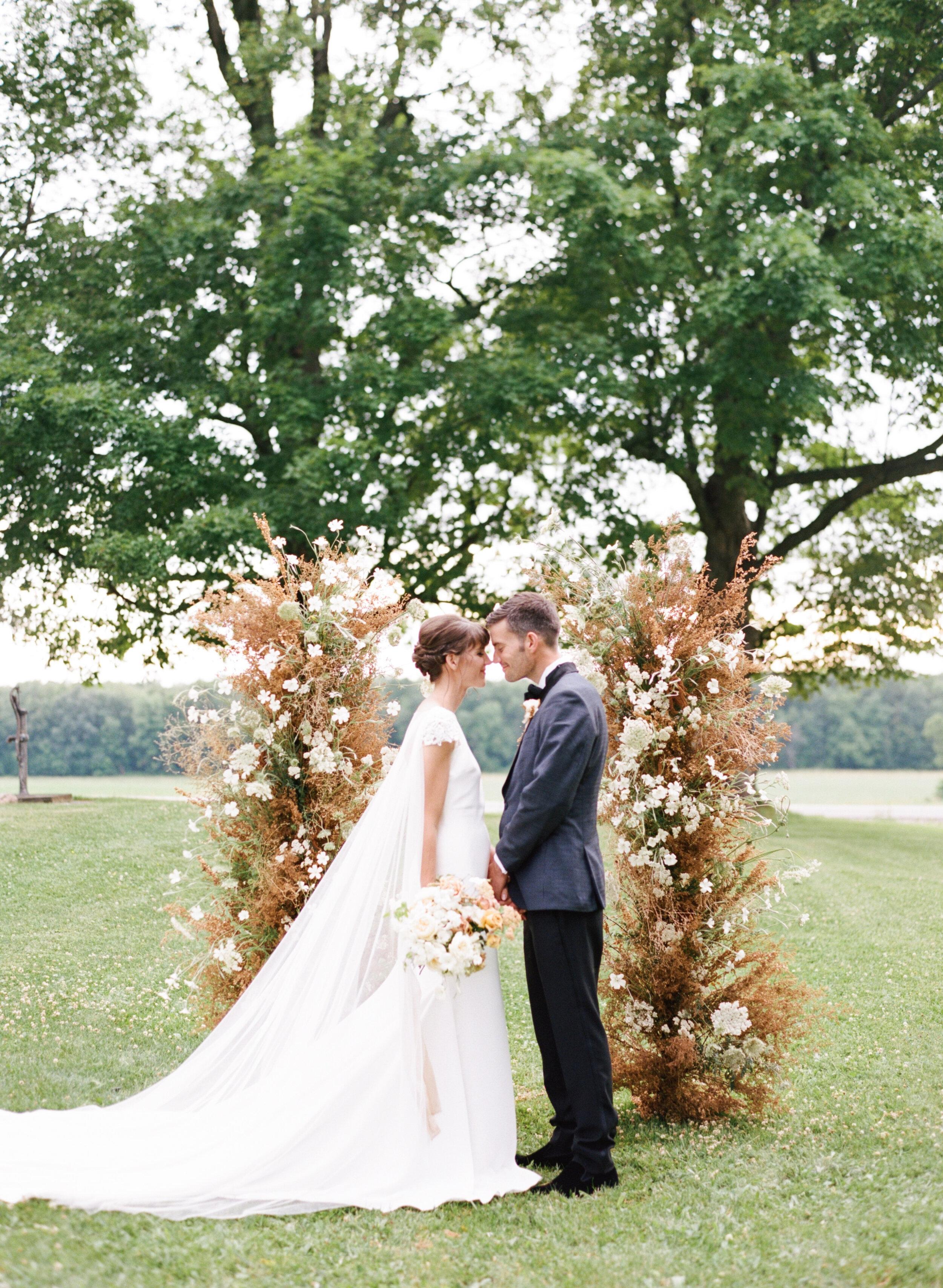 alexandra-meseke-understated-soft-luxury-wedding-upstate-ny_0102.jpg