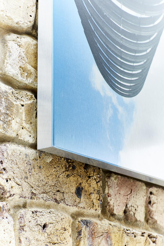 Towering - Aluminium picture detail