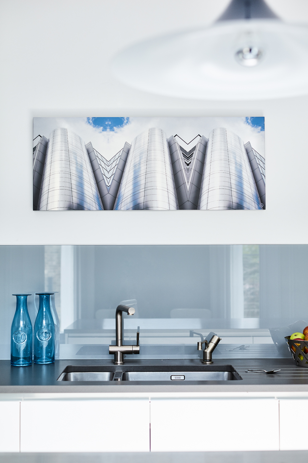 SILVER SHAFTS - Brushed aluminium box picture, kitchen installation