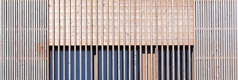 detajl lesene fasade enodružinske hiše