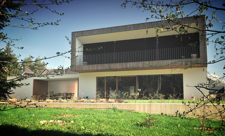 lesena enodružinska hiša v Bitnjah pri Kranju