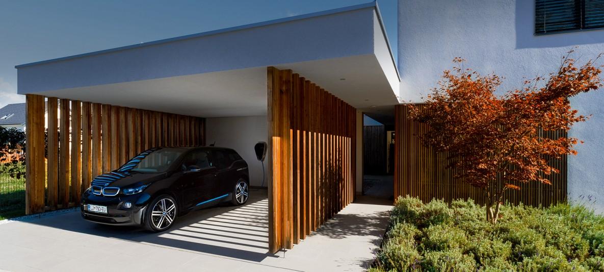 Hiša Dragočajna Medvode in BMW.