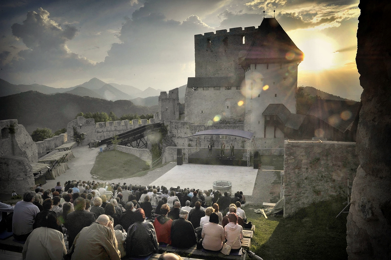 Prireditev na Starem gradu v Celju.