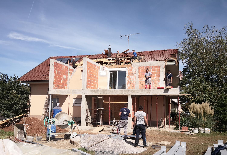 Gradnja prizidave na južni strani.