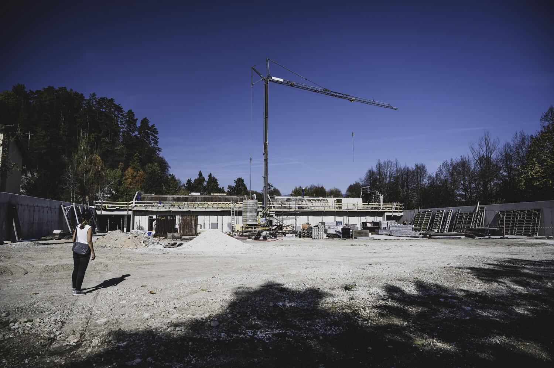 Pogled na gradbišče iz juga.