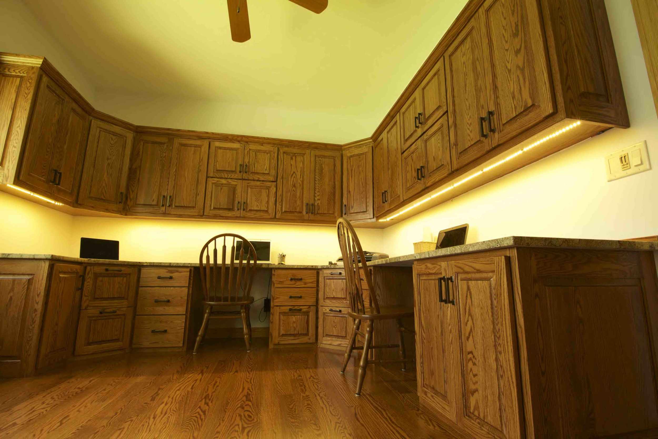 15-4.2  Raised Panel - Stained Oak